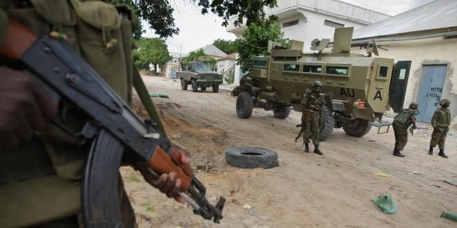 Des soldats de l'Amisom en patrouille dans les rues de Mogadiscio, enaoût2011.