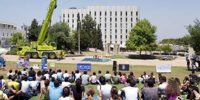 Des étudiants sur le campus du Technion Institute of Technology, à Haifa, en juin.