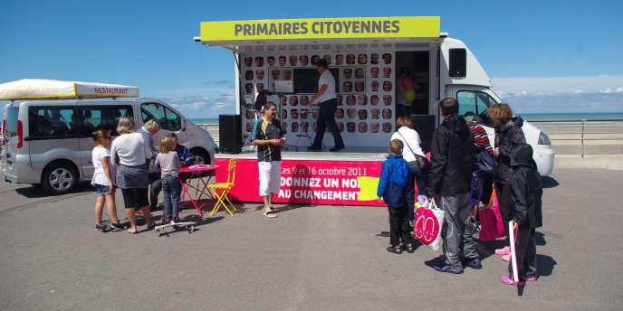 La caravane de la primaire socialiste, le 19 juillet, sur la plage de Berck.