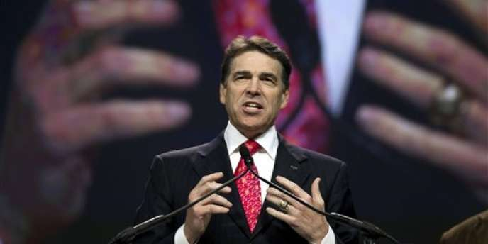 M. Perry, le 6 août à Houston, lors du rassemblement religieux qu'il avait organisé pour la repentance de l'Amérique.