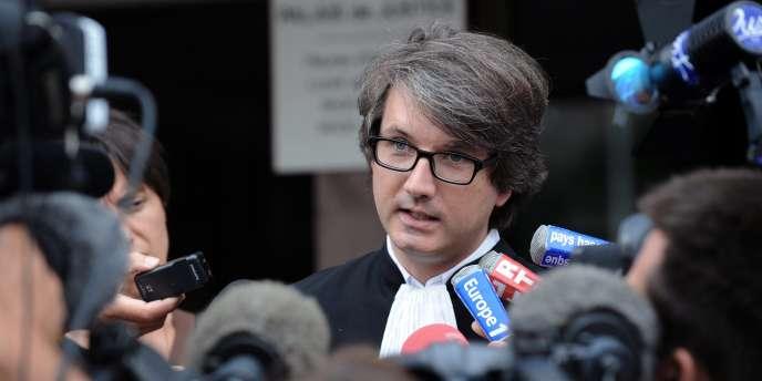 L'avocat Arnaud Dupin s'exprime devant la presse le 12 août 2011 à la sortie du tribunal de Bayonne à propos de son client, Nicolas Bonnemaison.