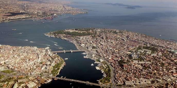 La menace d'une bulle immobilière plane sur la Istanbul, un scénario qu'excluent responsables politiques et promoteurs. Vue aérienne de la métropole.