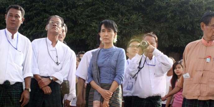 L'opposante birmane Aung San Suu Kyi est arrivée, dimanche 14 août, dans la ville de Bago.