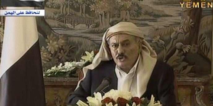 Capture d'écran de la vidéo dans laquelle le président yéménite, Ali Abdallah Saleh, promet, depuis Riyad, en Arabie saoudite, de revenir prochainement dans son pays, le 16 août.