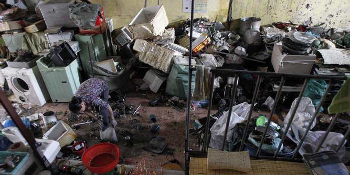 Le Basel Action Network entend dénoncer les exportations de déchets toxiques des pays industriels vers l'Asie ou l'Afrique, où ces rebuts sont traités au mépris de l'environnement et la santé des populations, comme ici à Hanoï (Vietnam).