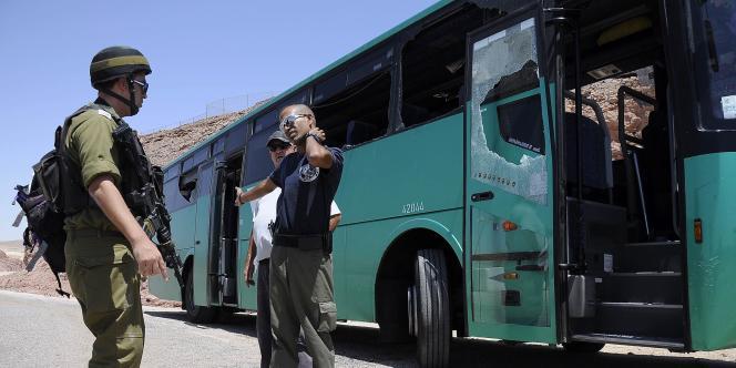 Deux bus ont été pris d'assaut par des hommes lourdement armés près de la frontière égyptienne, le 18 août 2011.
