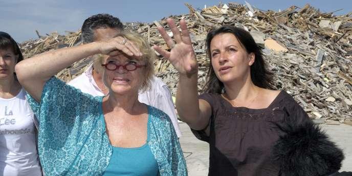 Eva Joly, candidate EE-LV à l'élection présidentielle, avec la secrétaire nationale du parti, Cécile Duflot, le 18 août.