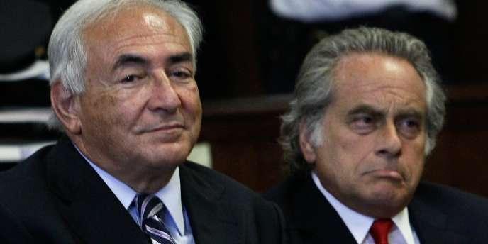 Dominique Strauss-Kahn et son avocat Benjamin Brafman au tribunal de New York, mardi 23 août.