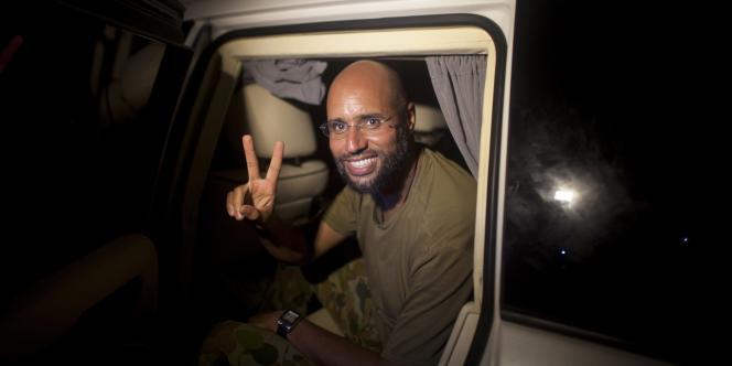 Saïf Al-Islam, deuxième fils de Kadhafi, est arrivé libre dans la nuit de lundi à mardi 23 août à l'hôtel où séjournent les journalistes étrangers à Tripoli.