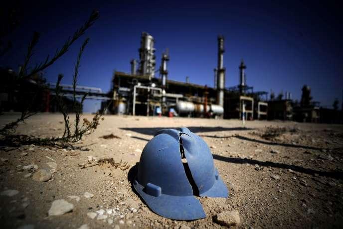 Une raffinerie à l'arrêt, le 19 août près de Tripoli.