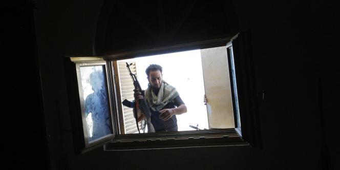 A Tripoli, les combats se concentrent en particulier autour de Bab al-Aziziya, ancien QG du colonel.