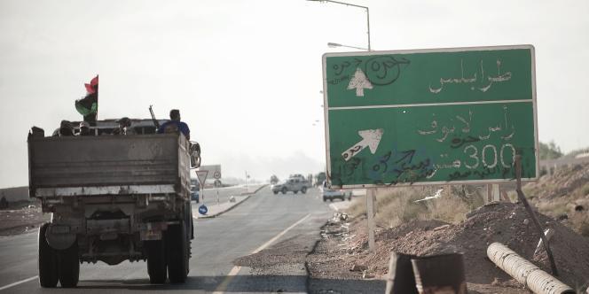 Un camion près de Ras Lanouf, tenu par les rebelles, mercredi 24 août.