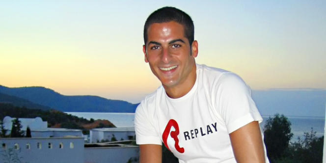 Reproduction d'une photo d'Ilan Halimi qui a été séquestré et torturé durant trois semaines dans une cité de Bagneux avant d'être retrouvé agonisant le 13 février 2006 près d'une gare de banlieue.
