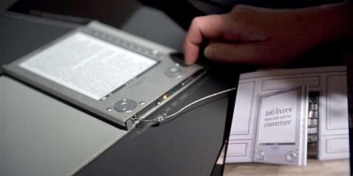 Selon l'arrêt de la Cour de justice de l'Union européenne (CJUE) rendu public, jeudi 5 mars, la France et le Luxembourg seront contraints de revenir à un taux de TVA normal de 20 % sur les livres numériques par téléchargement.