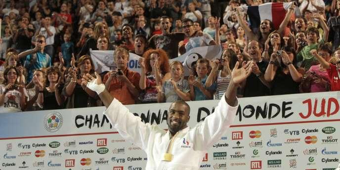 Teddy Riner a remporté un cinquième titre de champion du monde samedi à Paris.