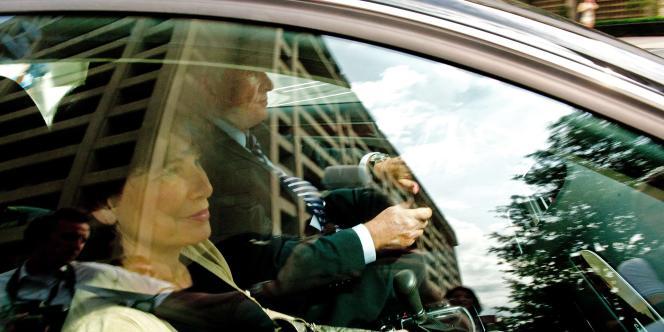 DSK était lui-même au volant de sa voiture, une Audi noire, et s'est engouffré dans le parking souterrain du FMI sans faire de déclaration.