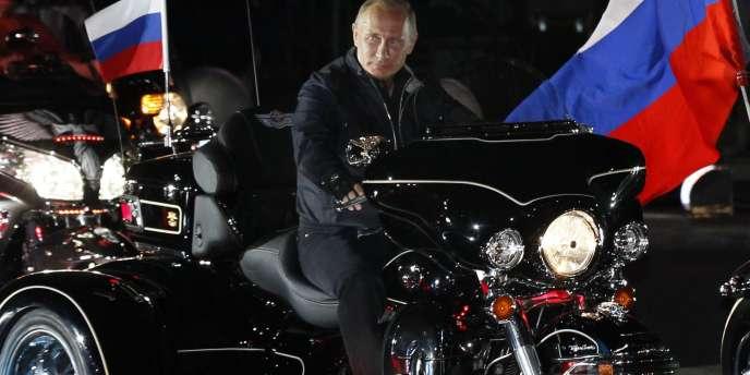Vladimir Poutine en Harley-Davidson, lundi 29 août 2011.