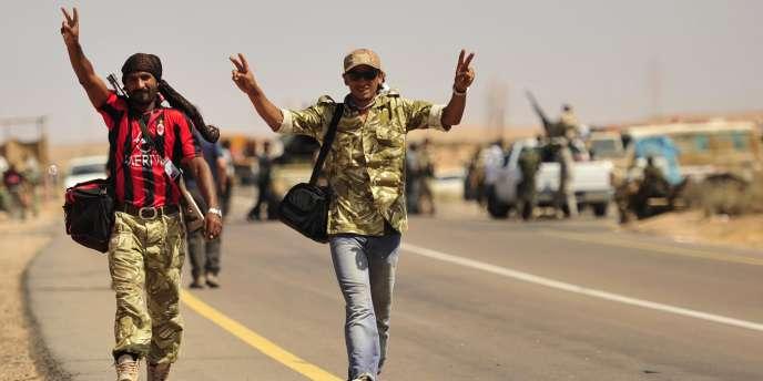 Des rebelles libyens, le 29 août, près de Syrte.