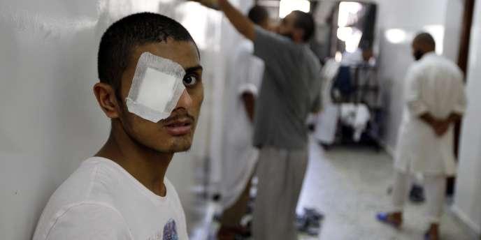 Un soldat pro-Kadhafi, blessé, est emprisonné dans une prison de Misrata, le 30 août 2011.