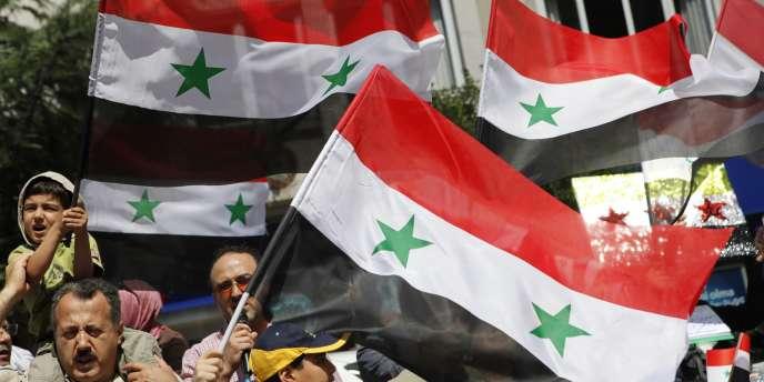 Manifestation d'opposants au régime de Bachar Al-Assad vivant en Turquie, le 26 août 2011.