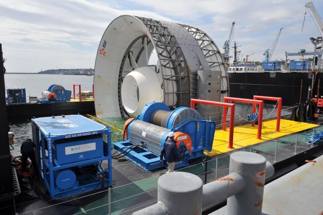 Hydrolienne de 500 kilowatts développée par EDF Energies nouvelles, Open Hydro et DCNS, testée au large de Paimpol et de l'île de Bréhat