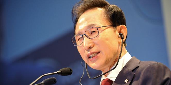 Le président sud-coréen, Lee Myung-bak. Les autorités locales comme le gouvernement ont donné l'impression de négliger la gravité de la situation et de tarder à déclencher les évacuations.