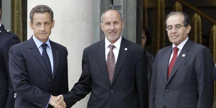 Nicolas Sarkozy accueille le président du CNT, Moustapha Abdeljalil (au centre), et le premier ministre du CNT, Mahmoud Jibril (à droite), à l'Elysée, jeudi 1er septembre.