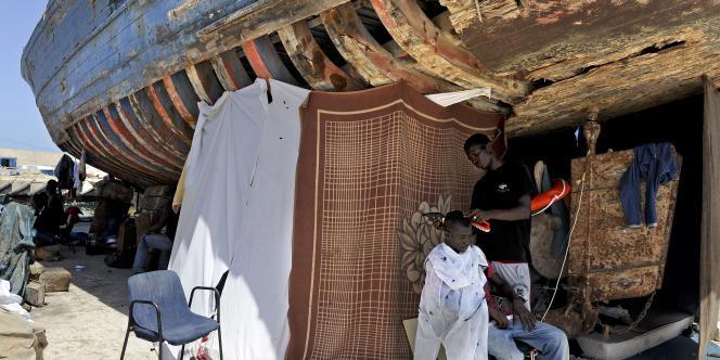 Des réfugiés africains se sont installés dans le camp de Sidi Bilal, près de Tripoli.