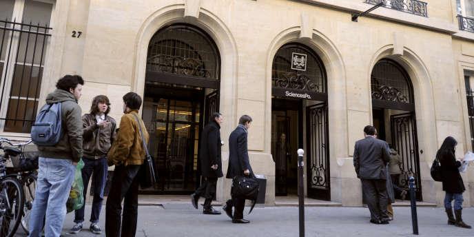 La Cour des comptes a rendu public, jeudi 22 novembre, son rapport définitif sur la gestion de Sciences Po, constatant de nombreuses irrégularités.