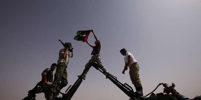 Des rebelles à un point de contrôle situé près de la ville de Bani Walid, le 5 septembre 2011.