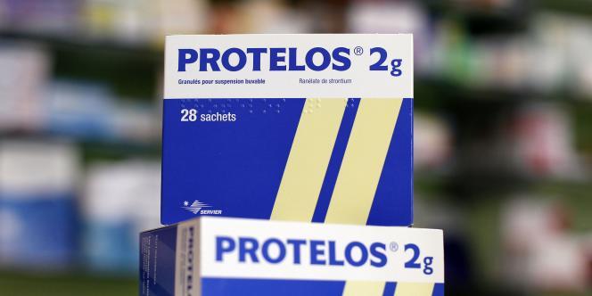 Le médicament Protelos entraînerait des effets secondaires qui n'auraient pas été signalés par Servier afin de faciliter sa mise sur le marché.