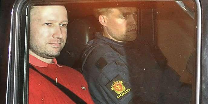 Anders Behring Breivik à la sortie du tribunal à Oslo, le 25 juillet 2011.
