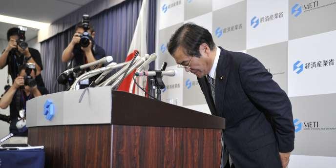 Les plaisanteries de nouveau ministre japonais du commerce Yoshio Hachiro, sur le sujet de Fukushima, lui ont coûté son poste.