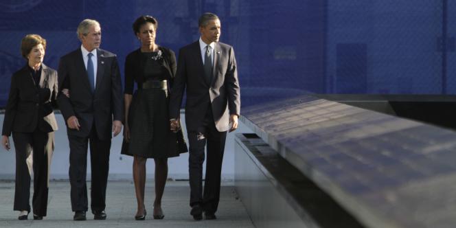 Laura Bush, Georges W. Bush, Michelle Obama et Barack Obama sur le site de Ground Zero, dix ans après les attentats du 11 septembre 2001.