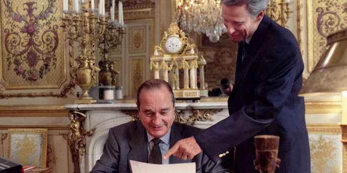 A l'Elysée en 1996, le président Jacques Chirac et son secrétaire général, Dominique de Villepin.