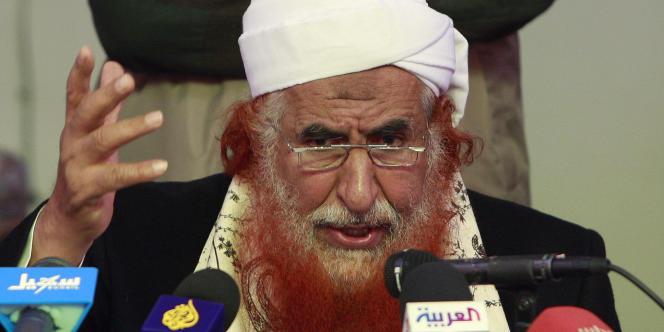 Abdoul Majid Al-Zindani, membre de la formation islamiste Al-Islah mais également responsable de l'université Imam fondée avec le soutien des autorités yéménites et qu'avait fréquenté plusieurs auteurs d'attentats, lors d'une conférence de presse, en janvier 2010 à Sanaa.