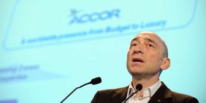Depuis le 23 avril, le groupe hôtelier Accor n'a plus de PDG. Denis Hennequin a été débarqué par des actionnaires qui lui reprochaient de ne pas mettre en oeuvre leur stratégie de découpe.