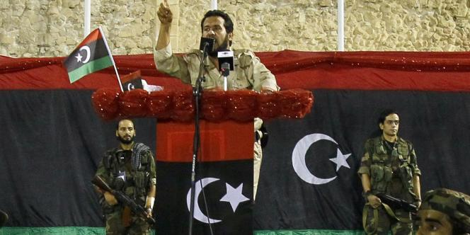 Gouverneur militaire de Tripoli, Abdelhakim Belhaj prend la parole, le 9 septembre 2011, lors d'un meeting sur la place des Martyrs, ex-place Verte, à Tripoli.
