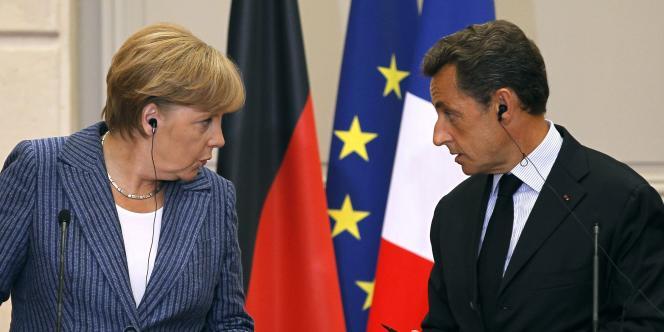 Angela Merkel et Nicolas Sarkozy, le 16 août 2011 à l'Elysée, à Paris.