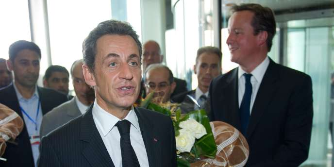 Nicolas Sarkozy et David Cameron à leur arrivée à Tripoli, jeudi 15 septembre.