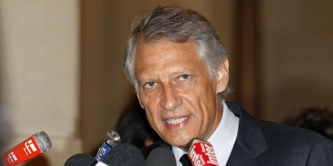 L'ancien premier ministre Dominique de Villepin s'adresse aux journalistes, le 14 septembre 2011, à Paris.
