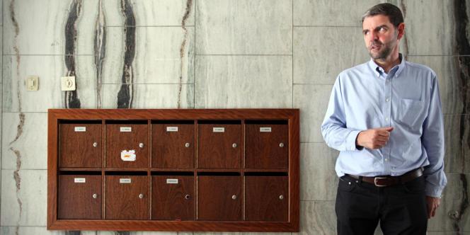 José Gago da Graça, propriétaire foncier. Ses appartements sont à louer pour 2 800 euros par mois. Jusqu'à l'année dernière, un des locataires ne payait que 75 euros en vertu d'un bail signé il y a trente-six ans par son père.