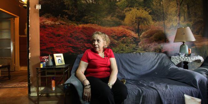 Maria-Elena Carvalho, 65 ans, paye 81 euros par mois pour un appartement de six pièces dans le centre de Lisbonne.
