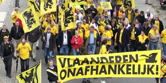 A Linkebeek, aux portes de Bruxelles, entre 4 000 et 5 000 ultranationalistes flamands ont défilé dimanche 18 septembre.