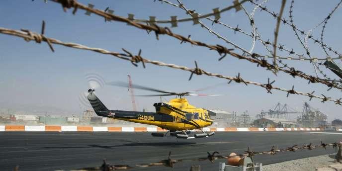 Un hélicoptère embarque des travailleurs vers une plate-forme off-shore appartenant à Noble Energy depuis le port chypriote de Limassol, lundi 19 septembre.