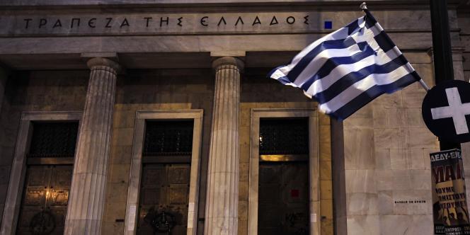 La recapitalisation des banques, qui ont essuyé d'énormes pertes dues à la restructuration de la dette souveraine du pays en février, est l'un des principaux dossiers que le gouvernement veut faire avancer.