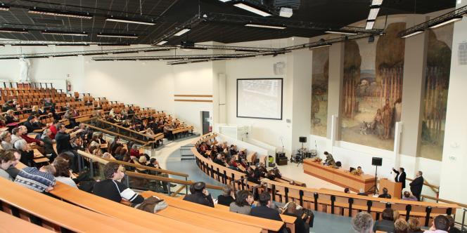 L'université de Poitiers est ouverte sur l'extérieur.