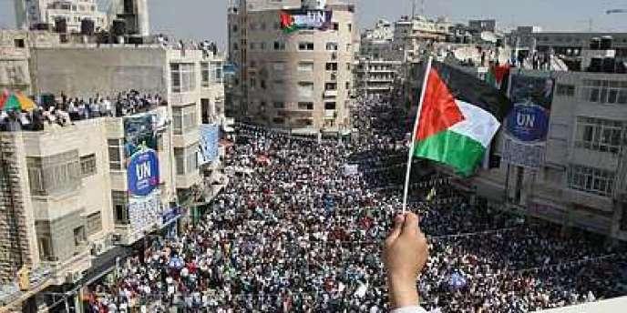 A Ramallah, des milliers de Palestiniens défilent pour soutenir la reconnaissance de leur Etat par l'ONU, mercredi 21 septembre.