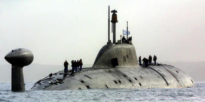 """Un sous-marin nucléaire russe """"légèrement endommagé"""" dans une ..."""
