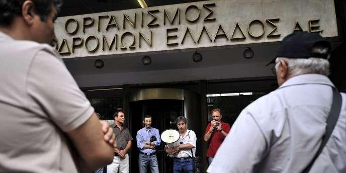 Athènes était sans aucun transport, le 22 septembre, en raison d'une grève. Ici, devant une entreprise de chemin de fer.